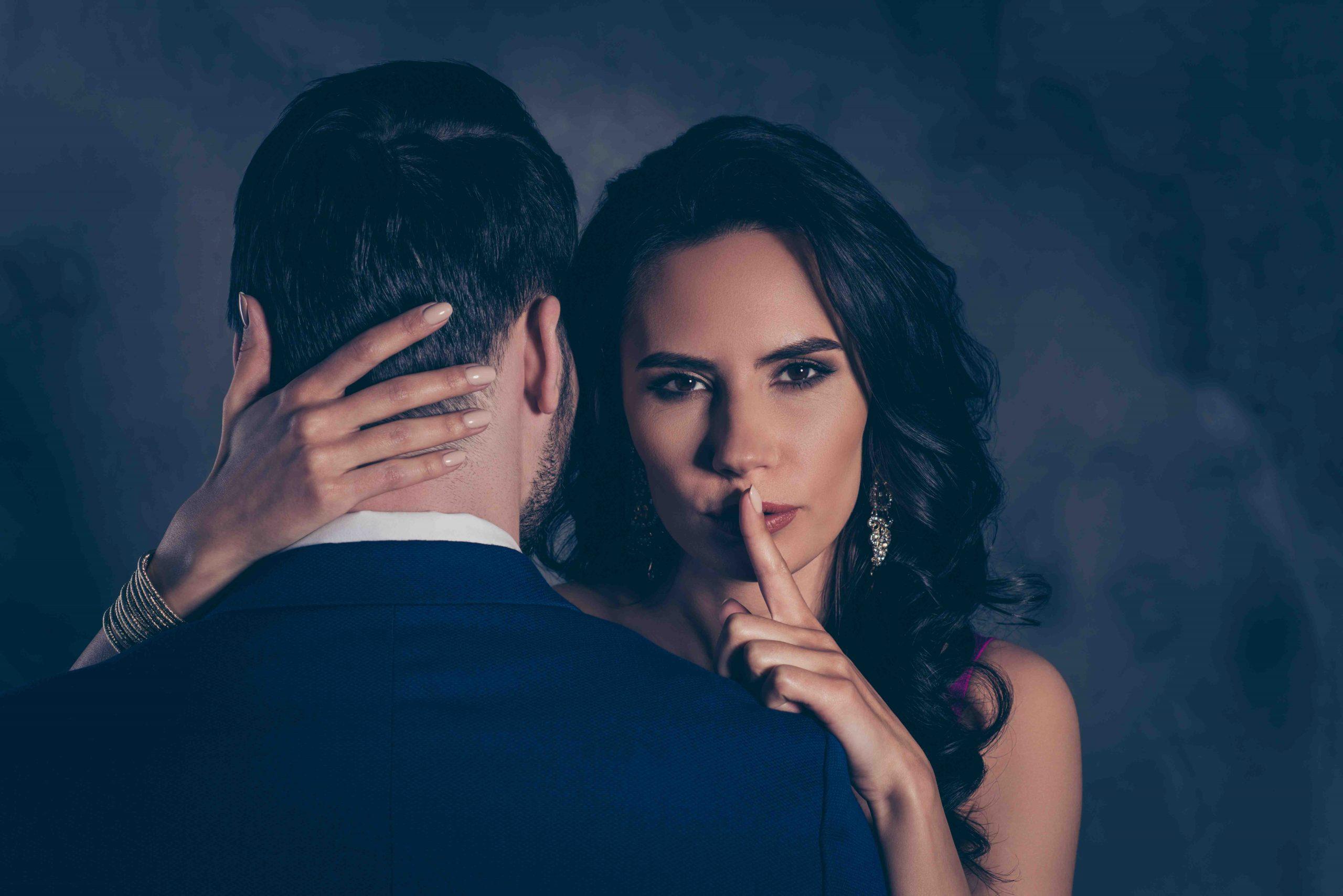 Comment faire un rapport d'adultère?